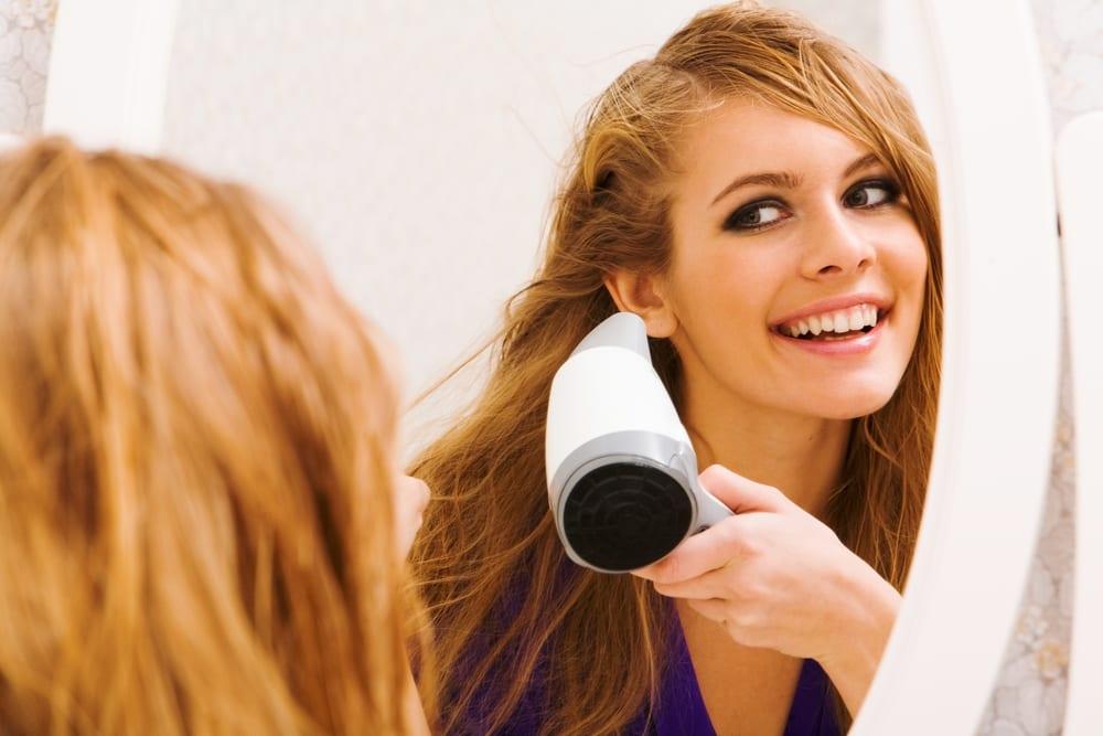 secar cabello con cepillo remintong