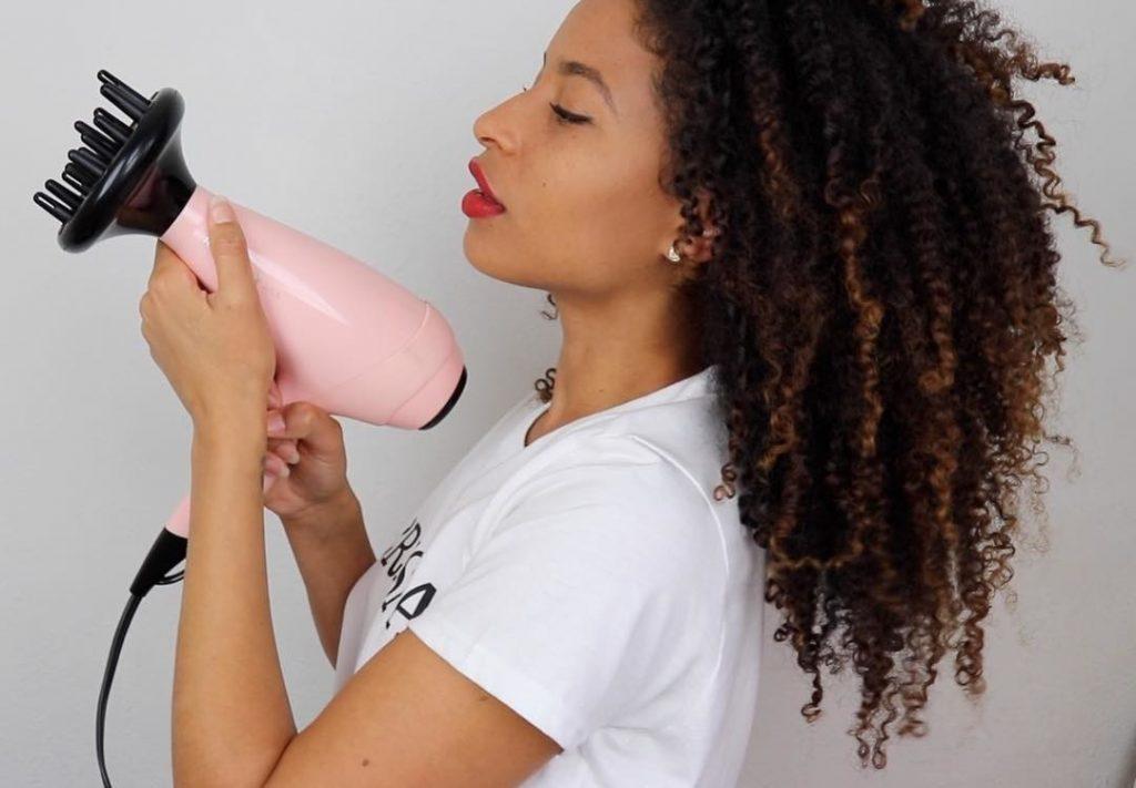 secar cabello rizado